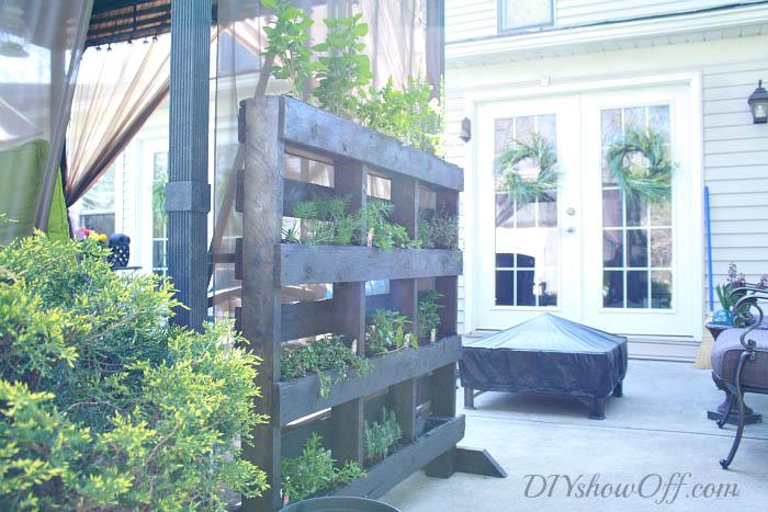 free-standing-pallet-herb-garden-3